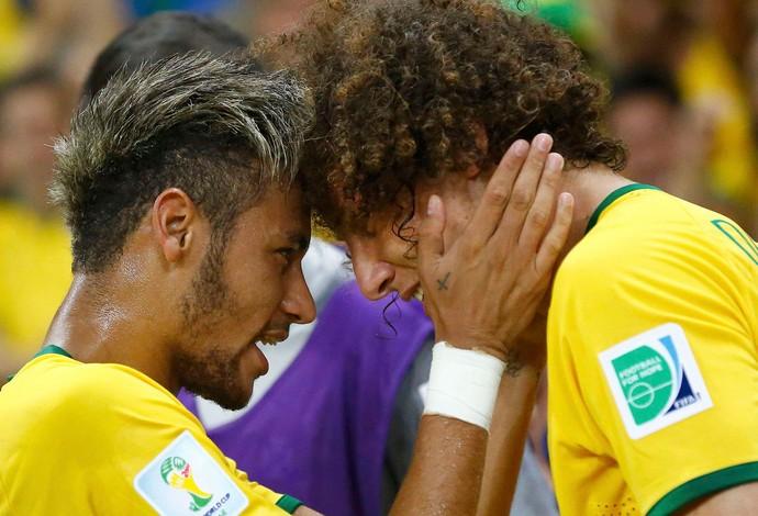 Neymar e David Luiz, se enfrentam pela primeira vez em campo nesta terça-feira,