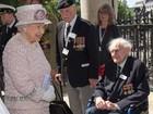 Rainha Elizabeth lembra rendição do Japão na guerra em cerimônia solene