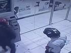 Vídeo mostra dupla tentando explodir caixa de cooperativa em Vilhena, RO