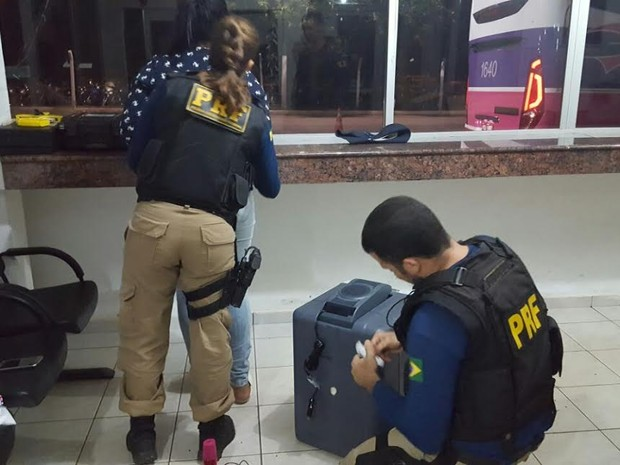 PRF encontrou cocaína dentro de coolers automotivo em Ji-Paraná (Foto: PRF/Divulgação)
