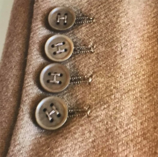 'H' for Hermes - the ultra-subtle branding by Martin Margiela, stitching the buttons. At Antwerp's MoMu museum 'Margiela The Hermes Years curated by Kaat Debo. (Foto: @suzymenkesvogue)