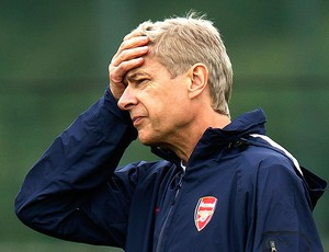 Arsene Wenger no treino do Arsenal (Foto: AP)
