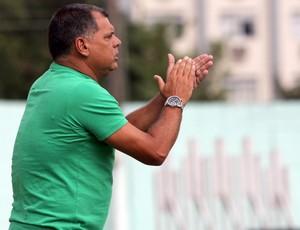 Toninho Andrade, técnico do Macaé (Foto: Tiago Ferreira)