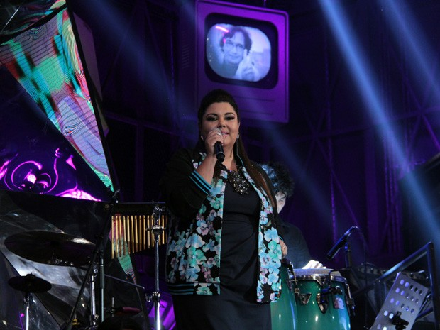 Fabiana Karla solta a voz no programa 'Altas Horas' (Foto: Marcos Mazini/Gshow)