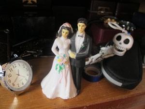 Objetos dentro do armário do quarto do casal Martins (Foto: Kleber Tomaz / G1)