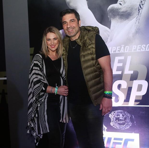 Edu Guedes e a namorada, Érica Reis (Foto: Iwi Onodera/Ed. Globo)