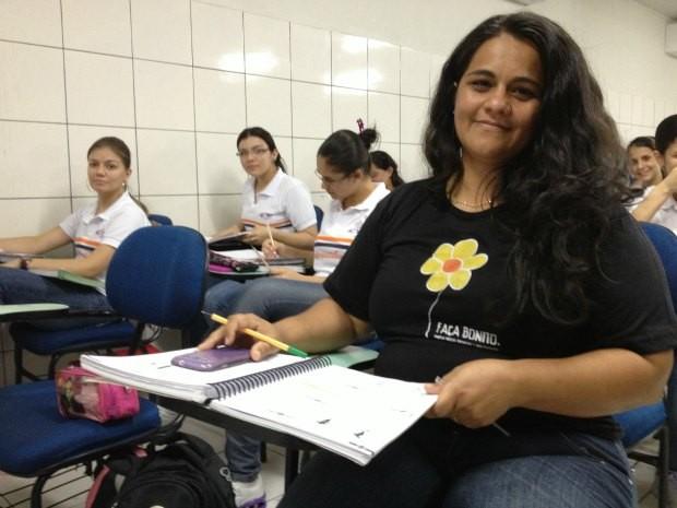 Cristiane diz que suas maiores dificuldades são as disciplinas de exatas (Foto: Ivanete Damasceno/G1)