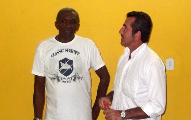 Edmilson Santos, o Lambau, passou o comando do time para Moroni (Foto: Bruno Alves)