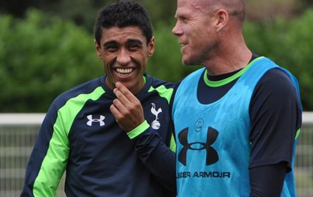 Paulinho treina com Tottenham pela 1ª vez (Foto: Divulgação/Site Oficial Tottenham )
