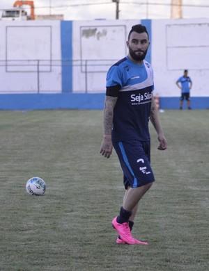 Thiago Silvy, atacante do Confiança, treino (Foto: Osmar Rios / GloboEsporte.com)