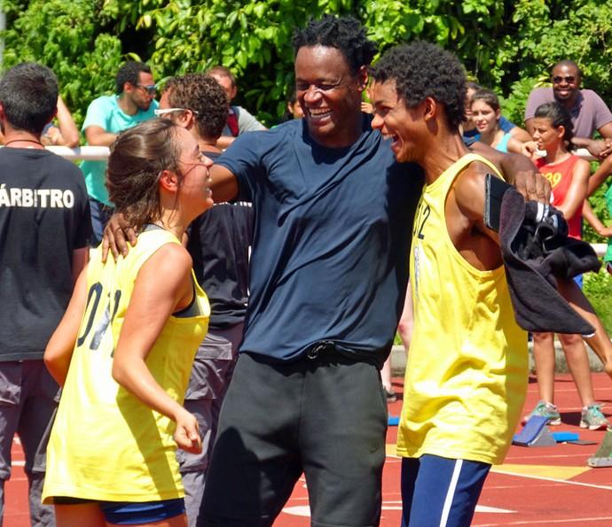 Wesley e Montanha comemoram vitória da menina (Foto: Renata Sofia/Gshow)