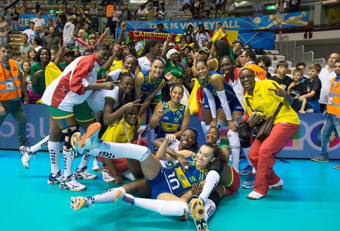 Brasil e Camarões vôlei feminino (Foto: Divulgação / FIVB)