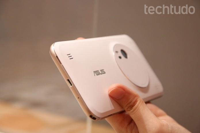 Zenfone Zoom têm câmera traseira top com zoom óptico de 3x (Foto: Fabricio Vitorino/TechTudo)