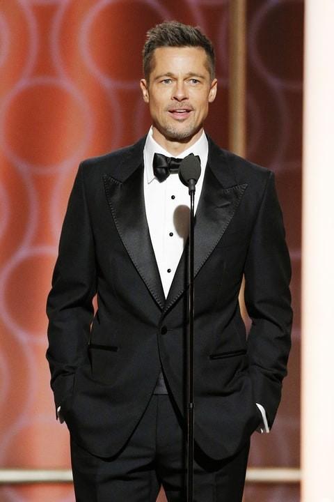 Brad Pitt em aparição surpresa no Golden Globes (Foto: Reprodução)