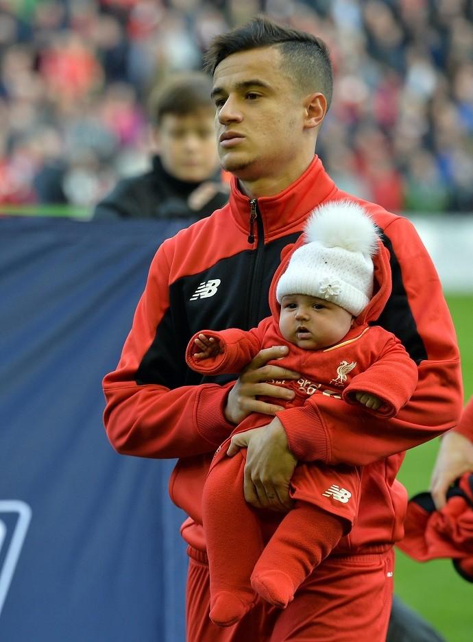 BLOG: Filha de Philippe Coutinho rouba cena antes de empate do Liverpool