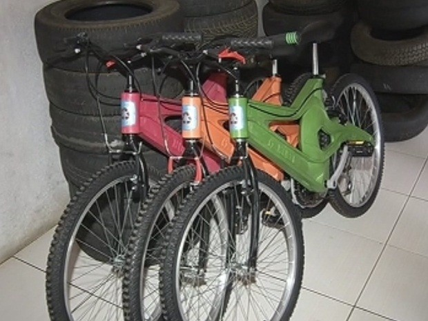 Bicicletas são feitas com recolhimento de garrafas pets (Foto: Reprodução/TV TEM)