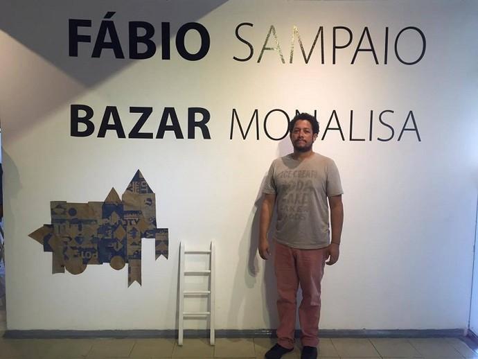 O artista plástico Fábio Sampaio apresenta o Bazar Monalisa (Foto: Fernanda Pinheiro)