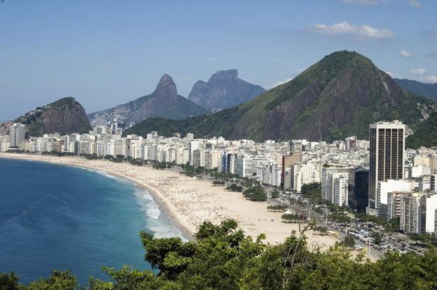 Um clássico: a orla de Copacabana, no Rio, cenário de um dos hoteis mais icônicos do país (Foto: Think Stock)