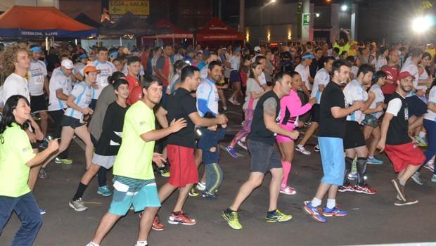 Participe da Corrida Noturna de São José dos Pinhais, em dezembro (Foto: Ademar Marquês/ Divulgação)