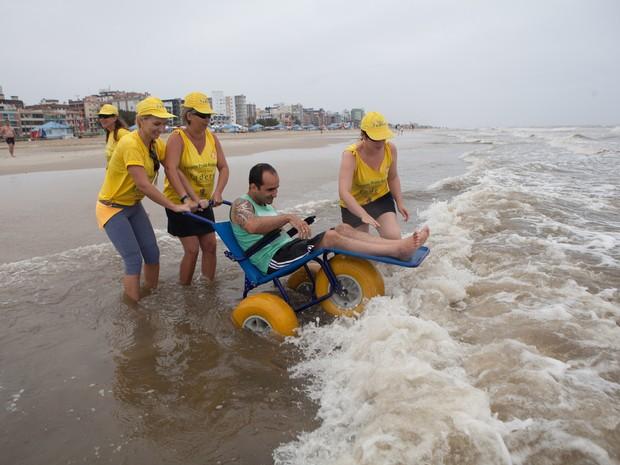 Projeto do governo também oferece cadeiras-anfíbias a veranistas (Foto: Camila Domingues/Palácio Piratini)