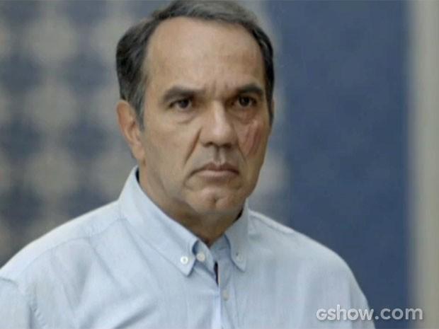 Virgílio fica furioso ao ver Laerte (Foto: Em Família/TV Globo)