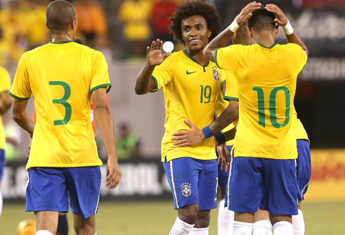 Willian comemora gol do Brasil contra o Equador (Foto: Bruno Domingos / Mowa press)