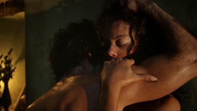Afrânio e Leonor fazem amor (Foto: TV Globo)