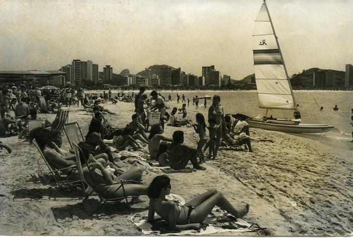 Banhistas na Curva da Jurema em 1988 (Foto: Chico Guedes)