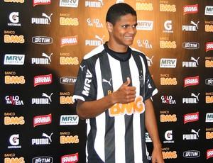 Douglas Santos, apresentação Atlético-mg (Foto: Fernando Martins)