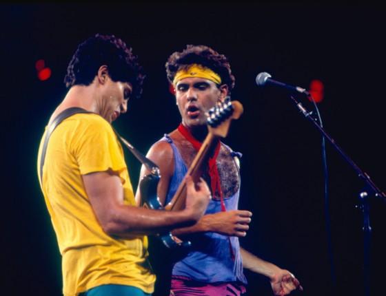 Cazuza canta ao lado de Frejat no Rock In Rio de 1985 - no show holográfico, o público poderá relembrar sucessos da época do Barão do Vermelho (Foto: Frederico Mendes / Editora Globo)