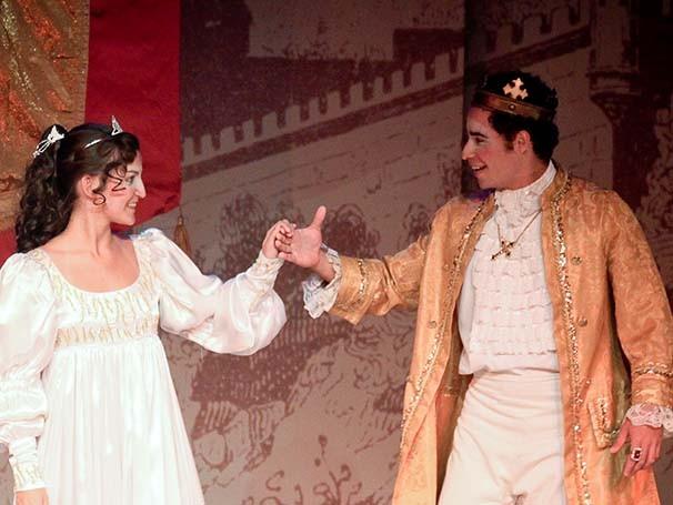 Dorotéia tem o sonho de ir ao baile do príncipe estrangeiro (Foto: Divulgação)