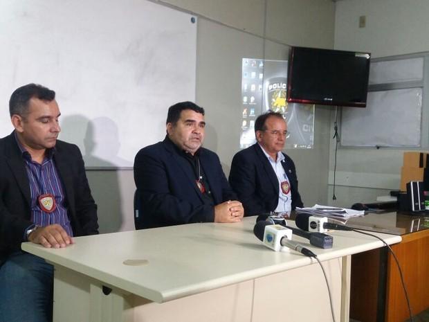 Delegado concede entrevista sobre atentado no Ministério Público em Natal (Foto: Fred Carvalho/G1)
