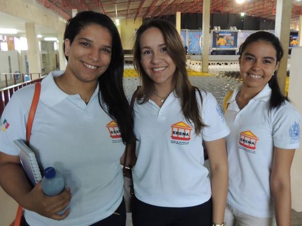 Estudantes de Arcoverde acordaram cedo para ir ao aulão do Projeto Educação (Foto: Vitor Tavares / G1)