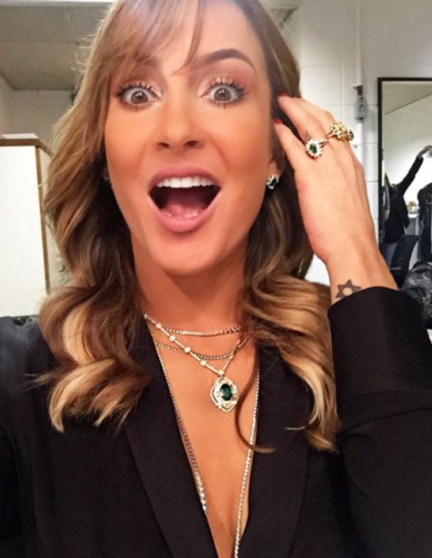 "Claudia Leitte antecipa decote para 'The Voice' e brinca: ""TheCote"""
