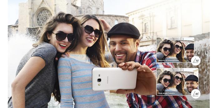 Aparelho tem lentes mais abertas para selfies com muita gente (Foto: Divulgação)