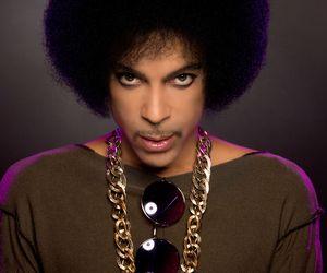 Aos 57 anos, Prince é encontrado morto em sua casa