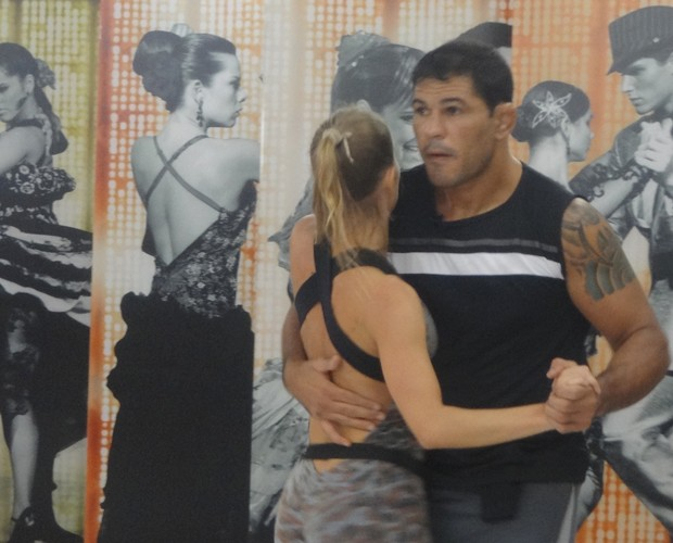 Minotauro e Juliana Valcézia (Foto: Domingão do Faustão / TV Globo)