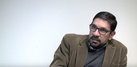 Raul Schmidt, preso na 25ª fase da Operação Lava Jato, concede entrevista como colecionador de artes ao Victoria & Albert Museum, em Londres, em 2014 (Foto: Reprodução/Youtube)