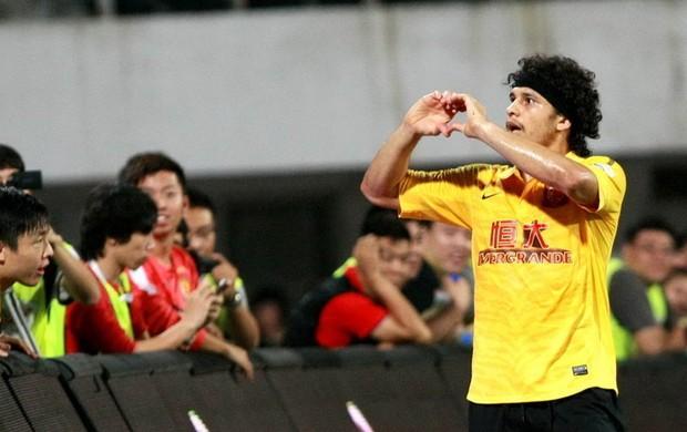 Elkeson gol Guangzhou (Foto: Sina.com)