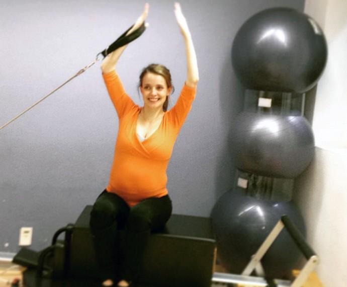 Além de caminhadas, Maria aposta no pilates para manter a saúde na gravidez (Foto: Arquivo Pessoal)