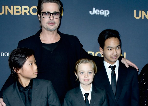 "HOLLYWOOD, CA - DECEMBER 15:  Actor Brad Pitt (C), (L-R) Pax Thien Jolie-Pitt, Shiloh Nouvel Jolie-Pitt,, Maddox Jolie-Pitt, Jane Pitt, arrive at the Premiere Of Universal Studios' ""Unbroken"" at TCL Chinese Theatre on December 15, 2014 in Hollywood, Calif (Foto: Getty Images)"