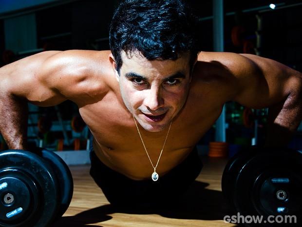 Anderson Di Rizzi esbanja boa forma durante série de exercícios (Foto: Ellen Soares / TV Globo)