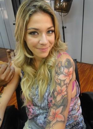 Luma Costa leva tattoo de personagem para casa: 'Me sinto rock'n'roll'