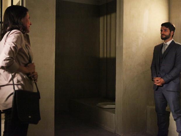 Tensão no encontro entre Edu e sua mãe, Elenice (Foto: Carol Caminha/Gshow)