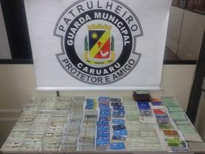 Documentos perdidos durante o São João 2015 em Caruaru, Agreste de Pernambuco (Foto: Divulgação/ Guarda Municipal de Caruaru)