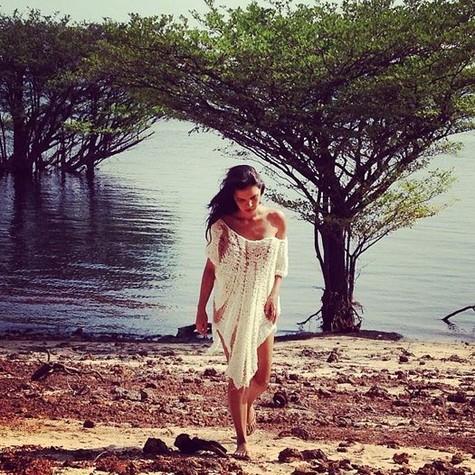 Mariana Rios gravou na Amazônia cenas da nova novela das 19h (Foto: Reprodução)
