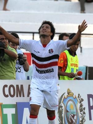 Geílson marcou o segundo gol na goleada sobre o América (Foto: Aldo Carneiro)
