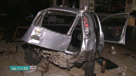 Motorista perde controle e carro invade restaurante no ABC