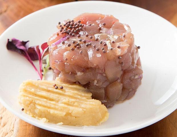 Tartar de atum com creme de grão de bico: aprenda receita fácil (Foto: Douglas Daniel)