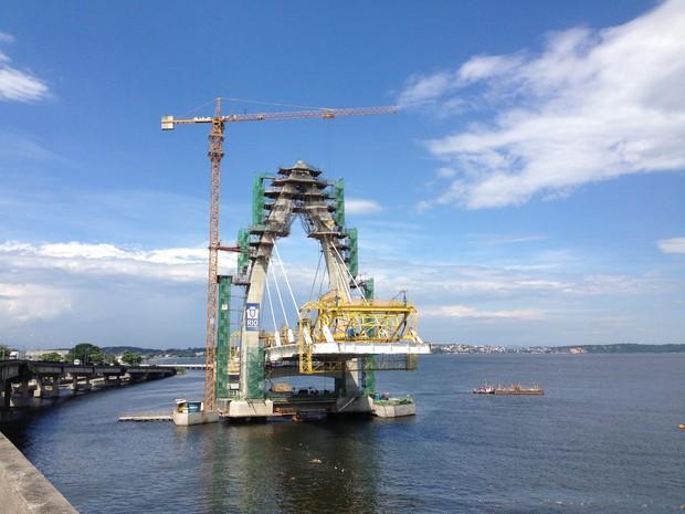 Ponte Estaiada em construção na Ilha do Governador, Zona Norte do Rio (Foto: Káthia Mello/G1)